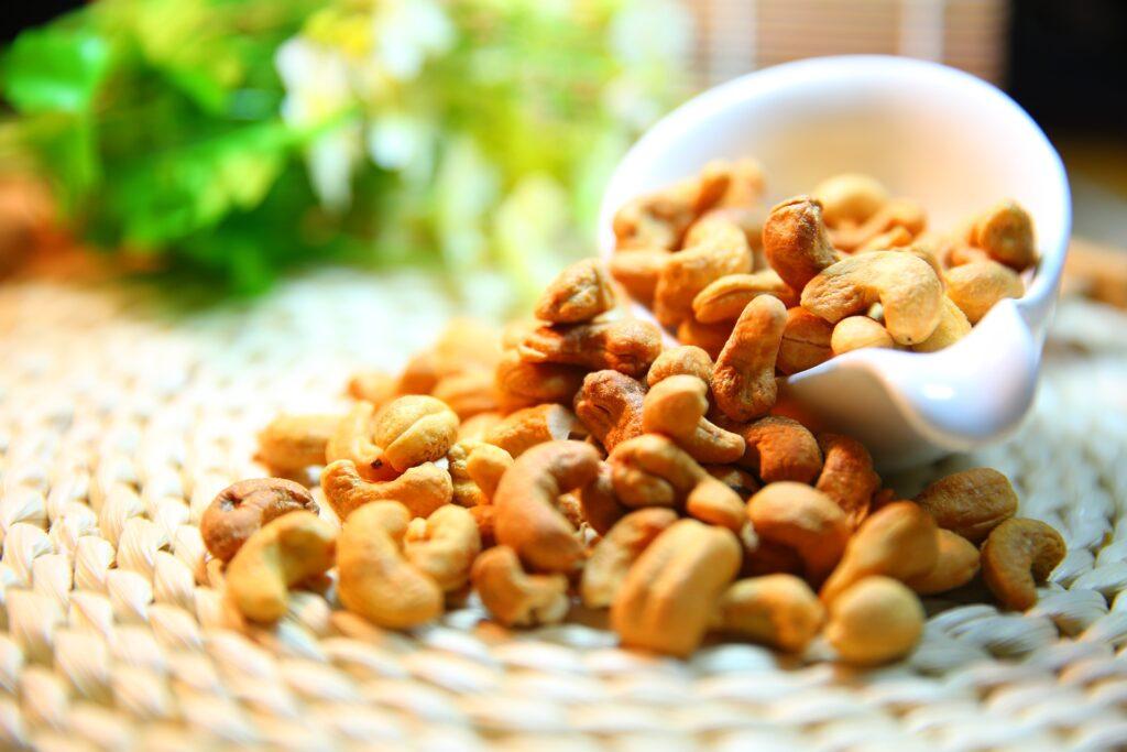 In manche Low Carb Ernährungspläne passen auch verschiedene Nüsse gut in den Speiseplan.