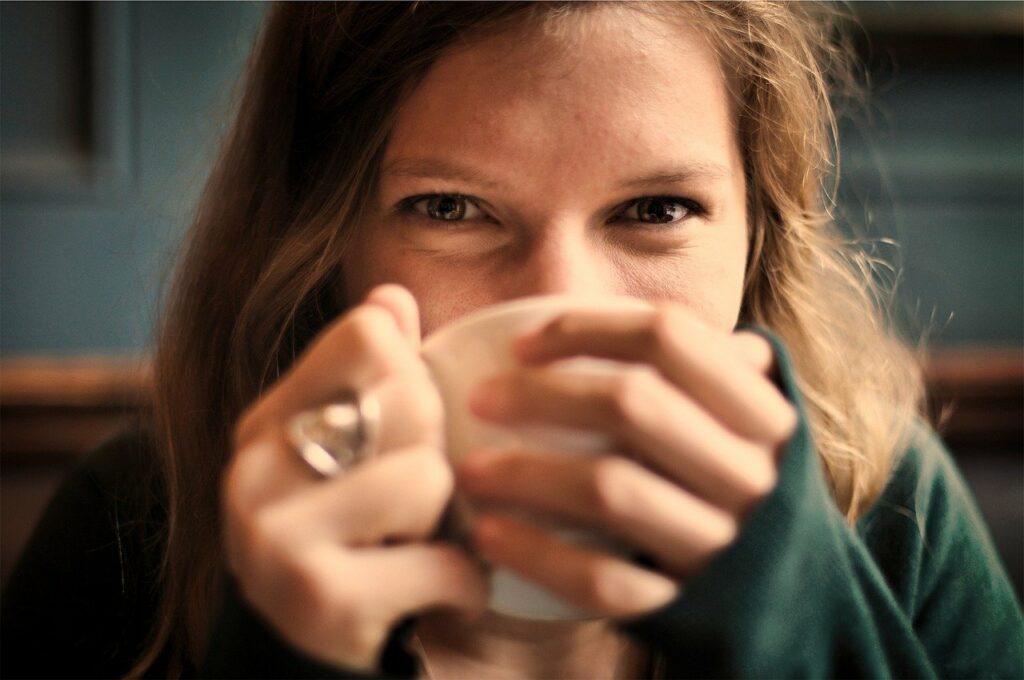 Auch als Zusatz für Tee oder eine Goldene Milch eignet sich Ashwagandha hervorragend.